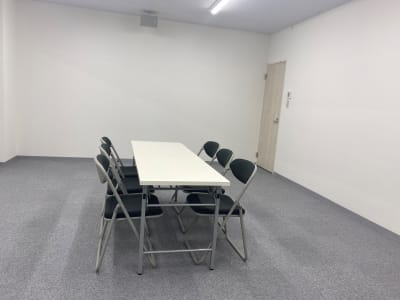 会議や趣味の教室など - ブルーツリースタジオ レンタルスペースの室内の写真