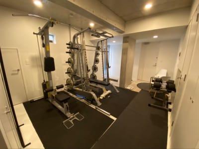 REX personal GYM 完全個室トレーニングルームの室内の写真