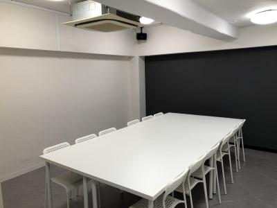 宮川ビル地下1階 貸会議室 時間貸会議室の室内の写真