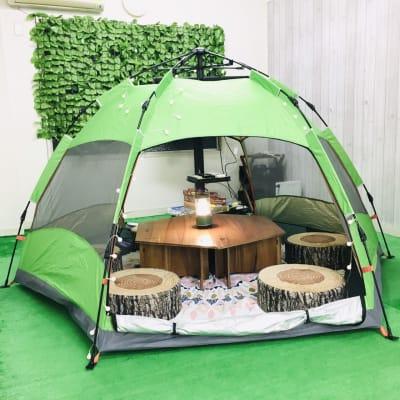 テントあります(3~4人用) - 【キャンプルーム神戸三宮】 パーティ/会議/ボードゲームの室内の写真