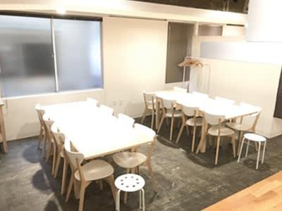 広いダイニングテーブル 着席 16名~20名  - レンタルスペース  パズル浅草橋 レンタルキッチン スペースの設備の写真