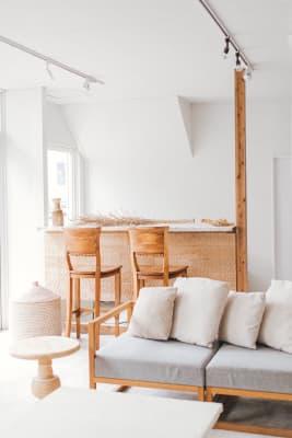 レイアウトを自由に変えて、様々な使用用途を考えることが出来るのも楽しいところ. - nai /dan 空間レンタル、スタジオの室内の写真