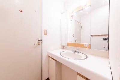 090_東京DS秋葉原 貸し会議室/多目的スペースの室内の写真