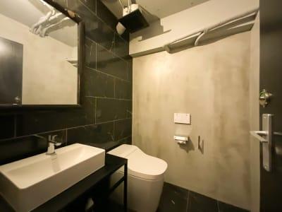 専用トイレ - Rounge 3626 Barのあるデザイナーズラウンジの室内の写真
