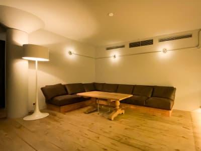 ソファ - Rounge 3626 Barのあるデザイナーズラウンジの室内の写真