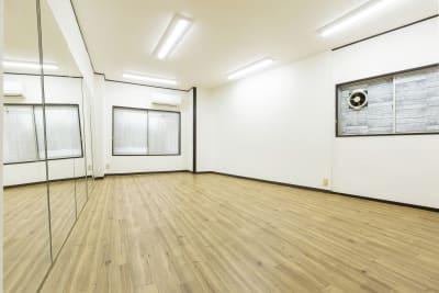フロア1 - SKYレンタルダンススタジオの室内の写真