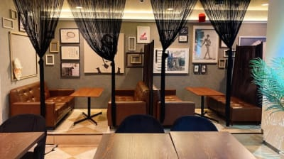 イタリアンダイニングバーERDE イベントスペースの室内の写真