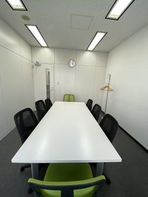 Wifi完備、会議、面接、リモートワーク等多様なビジネス目的に最適です。 - 六本木けやき坂会議室 貸し会議室①の室内の写真