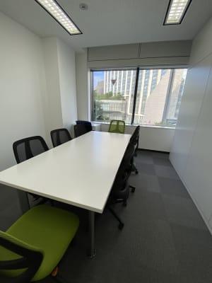 景色良好、少人数向けの会議・ワークスペースです。 - 六本木けやき坂会議室 貸し会議室①の室内の写真