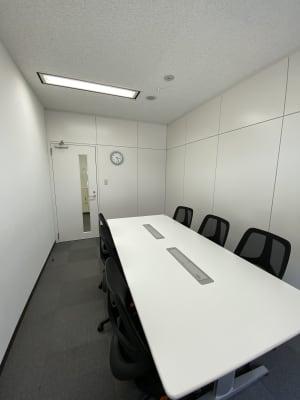 Wifi完備、会議、面接、リモートワーク等多様なビジネス目的に最適です。 - 六本木けやき坂会議室 貸し会議室③の室内の写真