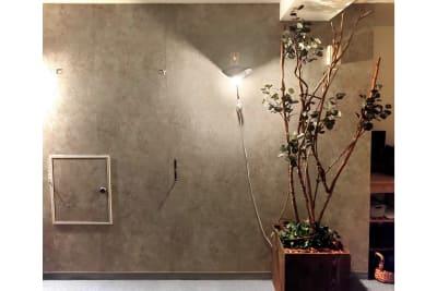 撮影時背景 Sabori 西新宿 貸切個室 貸会議室 撮影 24時間 - Sabori 西新宿 多目的レンタルスペースの室内の写真