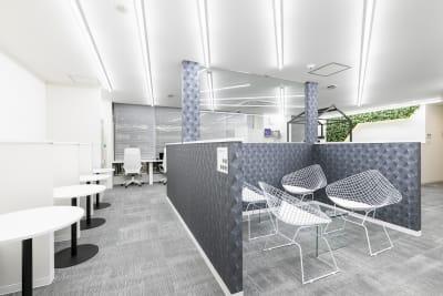 コワーキングスペース「BIZcomfort名古屋名駅南」の中の会議室です。 - BIZcomfort名古屋名駅南 完全個室 6名用会議室の設備の写真