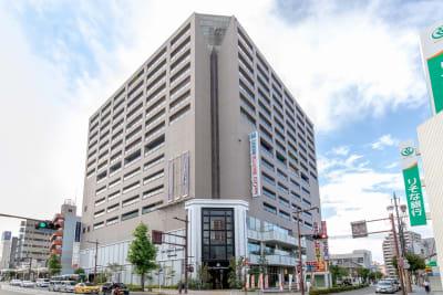 ビオラ田町3Fにあります。ビルには駐車場(有料)・駐輪場もあり便利。 - BIZcomfort浜松 完全個室 8名用会議室の外観の写真