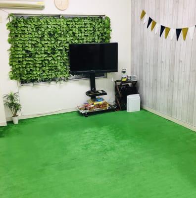 各種教室に最適です♪ヨガにも - 【キャンプルーム神戸三宮】 パーティ/会議/ボードゲームの室内の写真