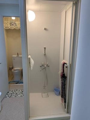 シャワー室完備 - ナノデトックスサロン サロンスペースの室内の写真
