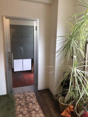 ほぐし屋KID サロンスペースの入口の写真
