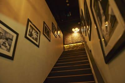 専用の階段のほか、エレベータも完備。機材の出し入れもしやすいです。 - Jam Orchestra レストラン&オープンキッチンの室内の写真