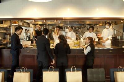 オープンキッチンのイメージ - Jam Orchestra レストラン&オープンキッチンの室内の写真
