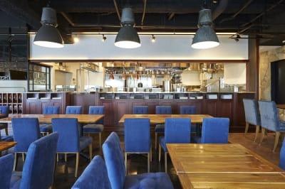オープンキッチンは、舞台や撮影場所としてもご利用いただけます - Jam Orchestra レストラン&オープンキッチンの室内の写真