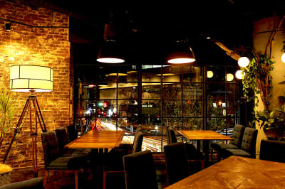 雰囲気抜群の窓際席 - Jam Orchestra レストラン&オープンキッチンの室内の写真