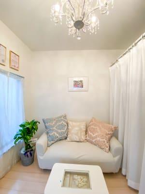 空いていれば1階応接室もご利用いただけます。適宜ご相談ください。 - サロン・ド・ラズリ ハワイアンルームBのその他の写真