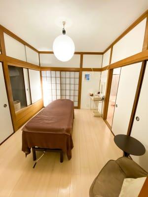 施術ルーム - サロン・ド・ラズリ ルームAの室内の写真