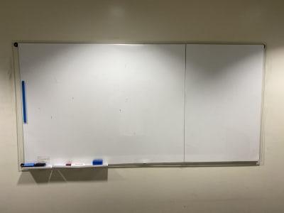 大きなホワイトボードがございます。 - コワーキングスペース チガラボ 会議室の設備の写真