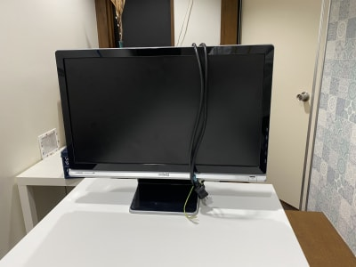 外部モニターの貸し出し(無料)も行っております。 - コワーキングスペース チガラボ 会議室の設備の写真