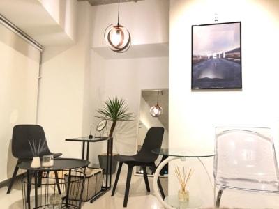 チェアテーブル - SALON YETI サロンスペース YETIの室内の写真