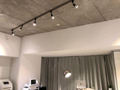 照明 - SALON YETI サロンスペース YETIの室内の写真