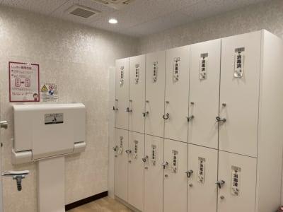 更衣室:女性のみです。ロッカーの消毒もバッチリ!おむつ替えシートもあります。 - ルキナ仙川アネックス レンタルスタジオの設備の写真