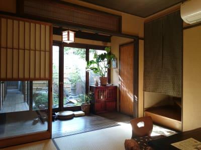 ゲストハウス樸宿 庭付きフリースペースの室内の写真