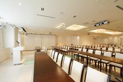 光が差し込み、明るい会場です - 品川レンタルスペース、貸し会議室 緊急事態宣言 割引してますの室内の写真