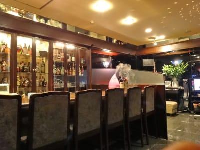 ちょっぴり贅沢な大き目のカウンターでは6席をご用意。BARの雰囲気も楽しめます - ✨ fantasy✨ 多目的スペースの室内の写真