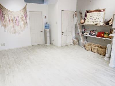ダンス/~5名、ヨガ/~7名、着席利用/~10名 - レンタルスタジオ 多目的スペースの室内の写真