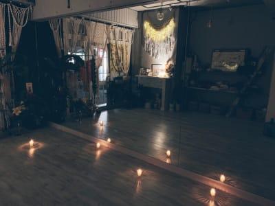 ナイトキャンドルヨガでの1枚♪ - レンタルスタジオ 多目的スペースの室内の写真