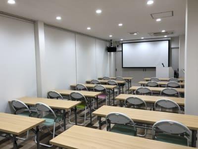 京都コレクションスタジオ&会議室の室内の写真