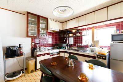 大阪 レンタルスペース ボルネオ 多目的スペースの室内の写真