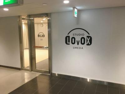 STUDIOLOVOXUMEDA 収録ブースの入口の写真
