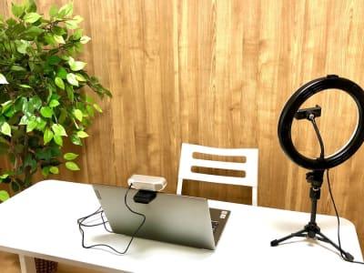【イシュタル会議室】 プロジェクタ無料の貸し会議室♪の室内の写真