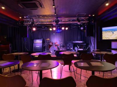 フロアから見たステージ - ライブハウスEN-LAB.の室内の写真
