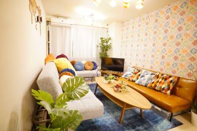 夜でも明るい照明です。勿論電気は消すことで調整可能です。 - Sharebaco 西新宿の室内の写真