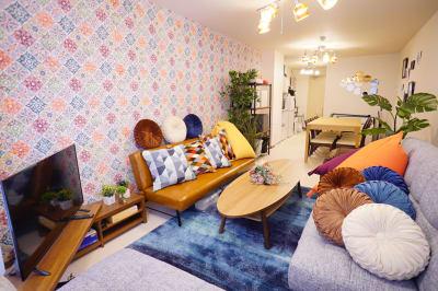 部屋を奥から撮った写真です。手前にソファースペース、奥にテーブルスペースです。 - Sharebaco 西新宿の室内の写真
