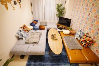 ソファーベッドを倒した時の写真です。ゴロゴロスペースの出来上がりです。 - Sharebaco 西新宿の室内の写真