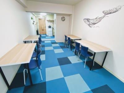 勉強会や自習に - on a journey貸会議室 千葉駅前の室内の写真