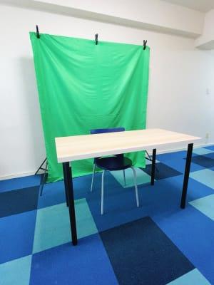動画撮影もできます! - on a journey貸会議室 千葉駅前の室内の写真
