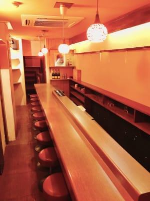 10席あるカウンター - レンタルBar レンタルスペース パーティーやセミナー使いにも◎の室内の写真