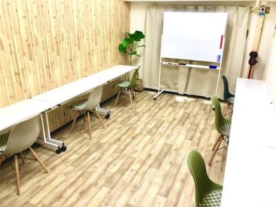 【アルトリア会議室】 プロジェクタ無料の貸し会議室♪の室内の写真