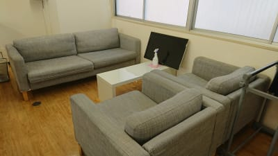 MTGなどにご使用頂けるソファー席。 - GARAGE AKIHABARAの室内の写真