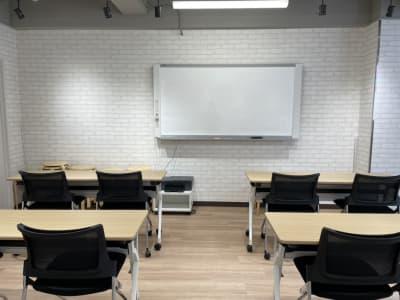 お教室開催にもピッタリ!自由にレイアウト変更できます。 - ルキナ仙川アネックス 貸しミーティングルームの室内の写真